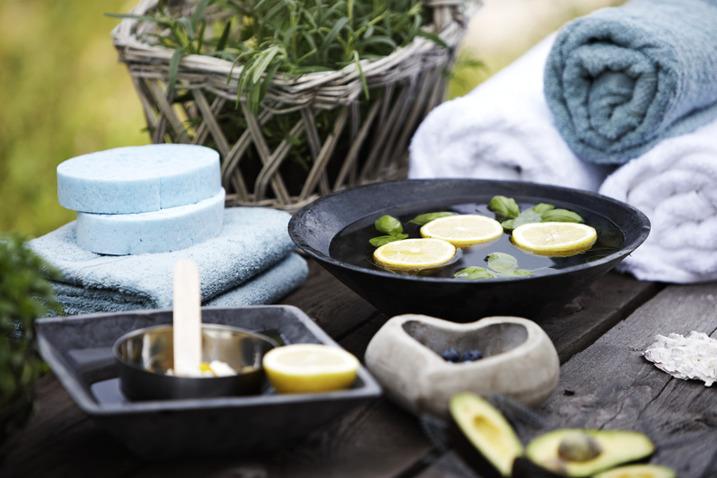 Stilla Rum Spa i Vessigebro mellan Falkenberg & Ullared erbjuder ayurvediska spabehandlingar, hotstone massage, detox kurer & sköna algbad i rofylld miljö. Välkommen till Stilla Rum Spa i Vessigebro!
