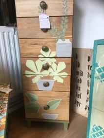 möbel Ekbyrå med blommor -