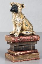 Bokstöd med hund och böcker