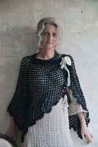 Poncho - Jeanne dÁrc living - Cozy Heart (svart)