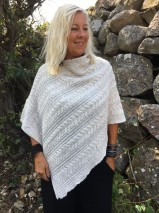 Mix by Heart - Stickad poncho, offwhite EDIT