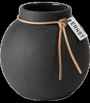 ..ERNST  Rund vas i stengods med läderband, H 14cm (mörkgrå)