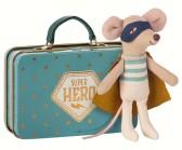 Maileg, Mus (mini) Superhjälte i väska, lillebror.