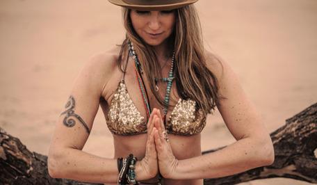 Träna Hot Yoga inspirerat av Bikramyoga på Yogainstitutet i Halmstad mitt i Halland