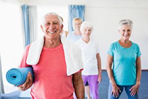 Kurs mjuk yoga för dagtidslediga och seniorer på Yogainstitutet i Halmstad