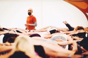 Masterclass med gästläraren Shay Peretz på Yogainstitutet i Halmstad