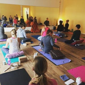 Meditation med munken Bahnte på Yogainstitutet i Halmstad