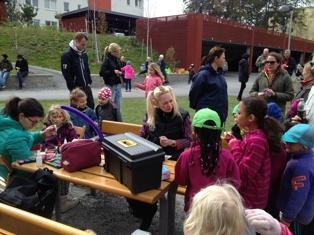 Underhållning för barnen på gårdsfesten