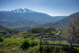 Utefter större delen av vägen hade vi fin utsikt mot Idas snötäckta topp.