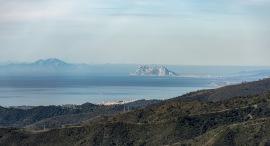 Vägen upp mot Ronda bjöd på många härliga utsikter . Här mot Gibraltar och Atlasbergen i Nordafrika.