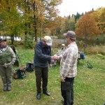 121021 Lars W. gratulerades av Lars F.