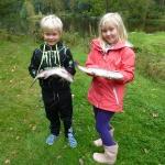 Julian och Elvira med fisk