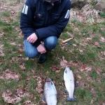 Julia med 2 fina fiskar