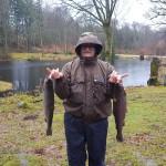 Anton med 2 fina fiskar