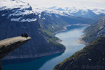 Four people enjoying the view over Ringedalsvatnet at Trolltunga
