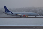Benedicte Viking reverses on 19L at Stockholm/Arlanda during winter conditions - Boeing 737-800