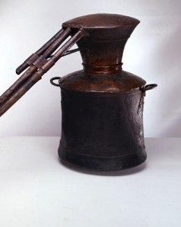 Frisenheim lät beslagta alla brännvinspannor – men han tvingades av kommissionen att lämna tillbaka dem igen.