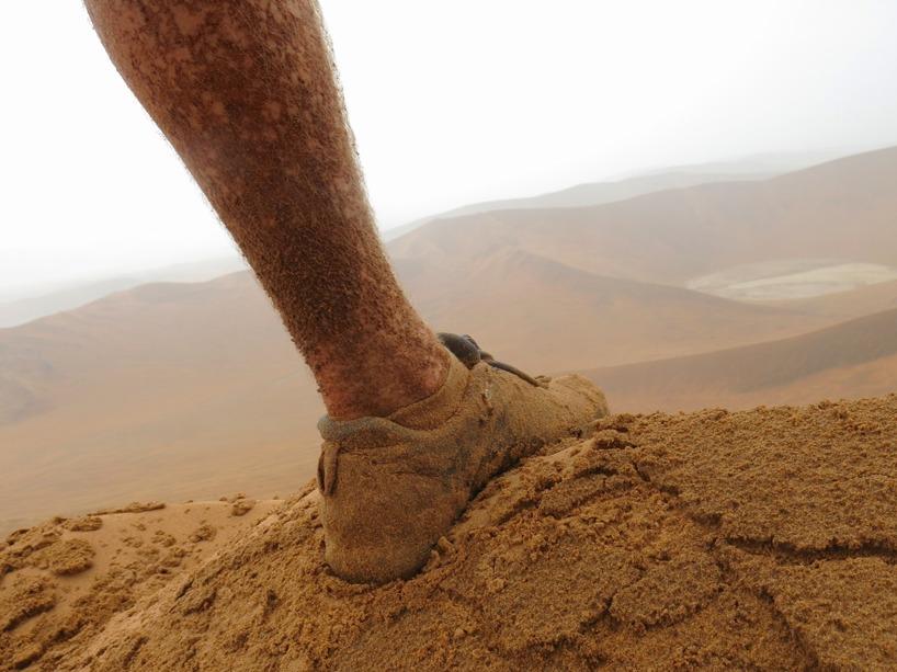 I åska, regn och piskande sand kämpade vi oss upp mot toppen!