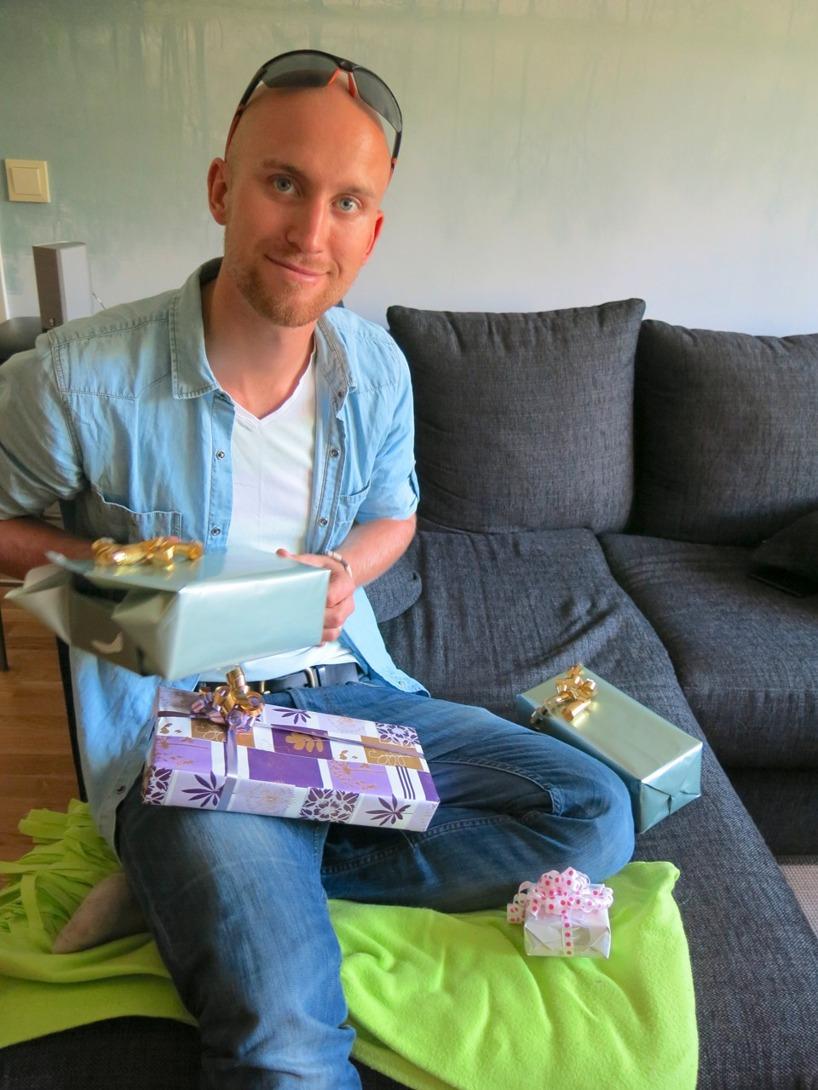 Rasmus pappa skämde bort oss med flera paket när vi kom till Göteborg!