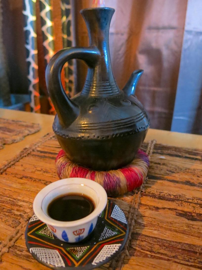 Givetvis beställde vi in Etiopiskt kaffe enligt traditionellt vis...