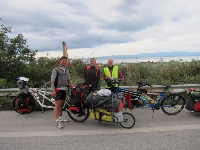 Vi mötte ett underbar par från Frankrike påvägen som cyklar på sin tandemcykel från Frankrike till Japan! Vi ska mötas upp igen i Istanbul för ett tandem-dejt! =)