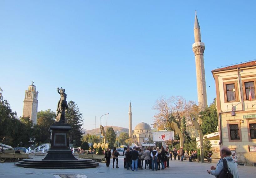Både kristna och muslimer i Makedonien....