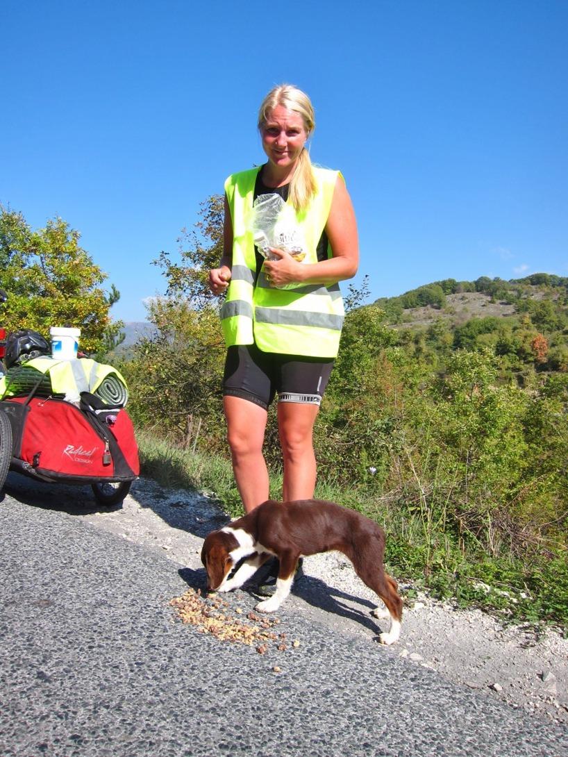 Sussie blev bedrövad över att vi varken kunde ta med oss hunden, eller döda den