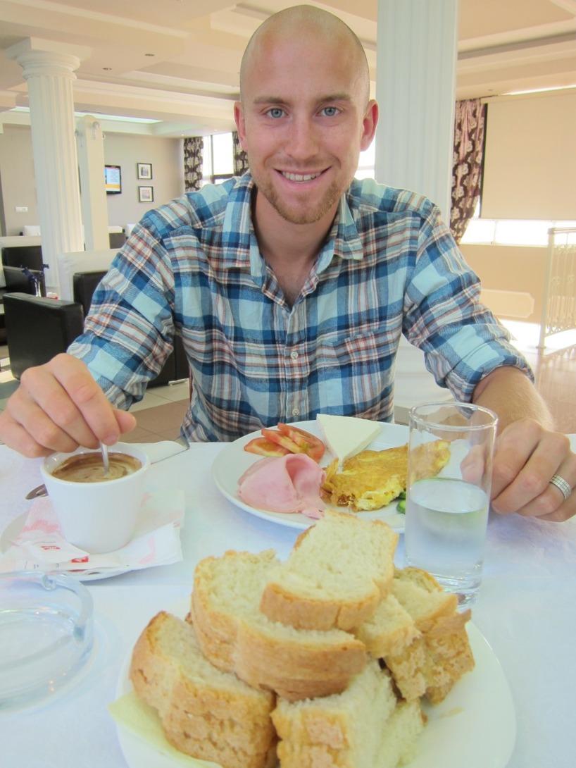 Trötta ögon men ett leende för stor frukost =)