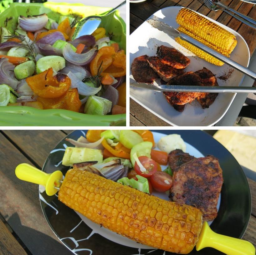 Grillad majs, ungsbakade rödlökar, zuchini, gul och orange paprika och morötter. En vitkål,tomat och sockerärtesallad, grillat fläskkött och 2tsk beasås!