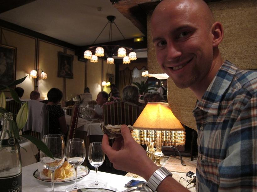 Rasmus gillar ostron och äter gärna upp Sussies också :-)