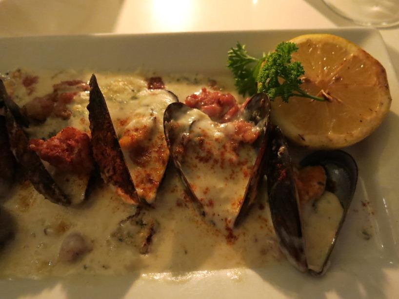 Susanne förätt! Musslor med blå mögelostsås och stekt bacon!. Spännande och helt underbart gott!