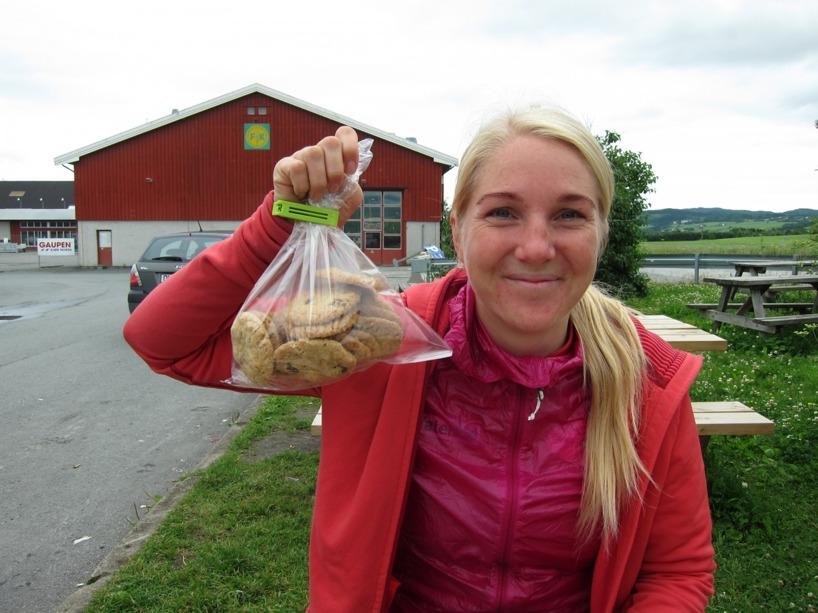 Vi fick en påse kakor av ett svenskt par i husbil! Trevliga människor!