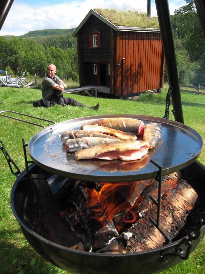 Färsk stekt öring till lunch, kan det bli bättre?