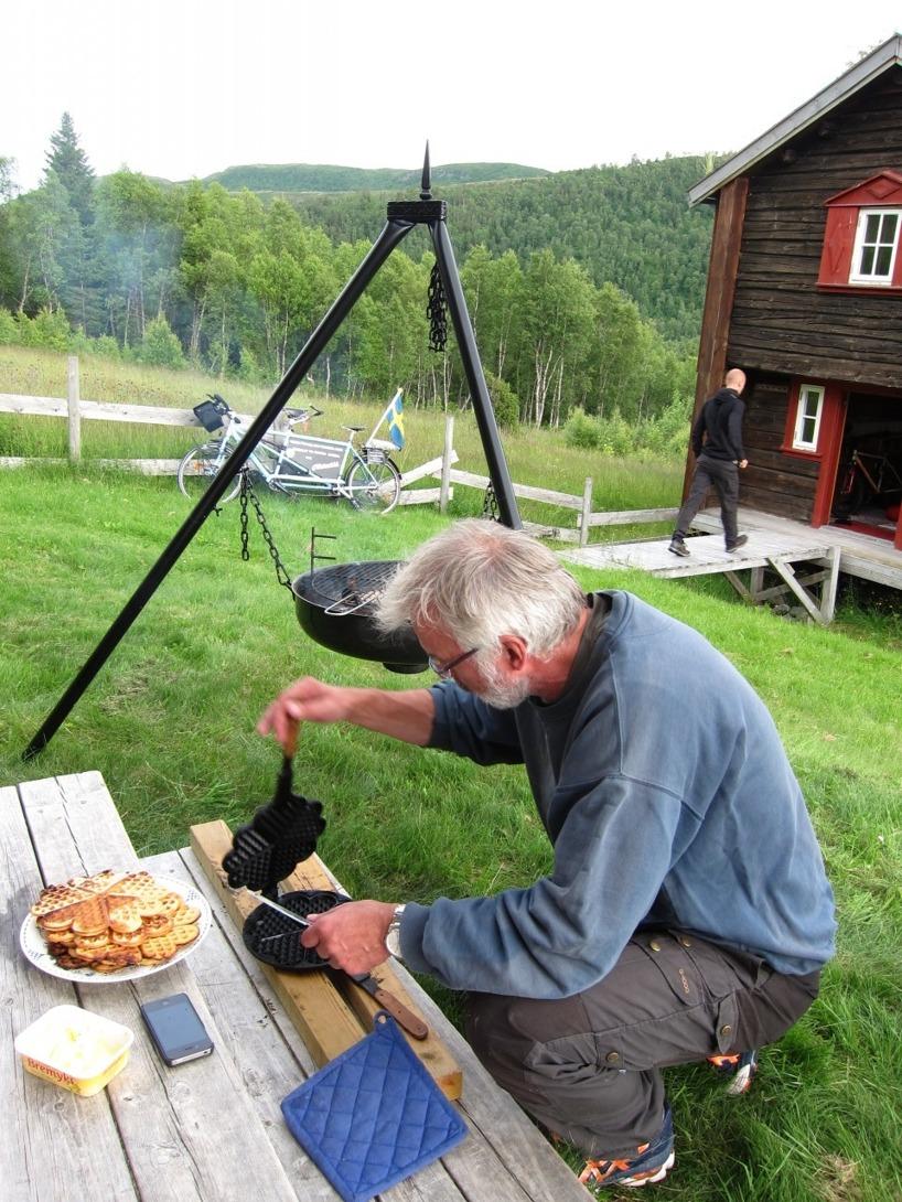 och det blev våfflor och kaffe till efterrätt innan vi åkte ut och fiskade. En cyklares dröm!