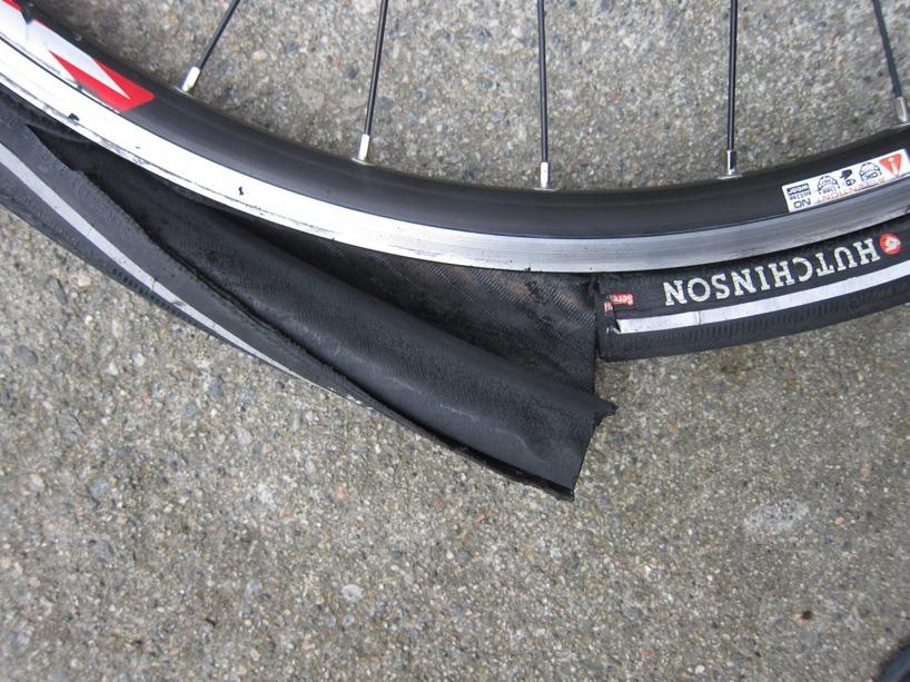 Såhär ser däcken ut inuti. De är säkert bra på en cykeloch utan packning. Tror inte att de är skitdäck faktiskt.