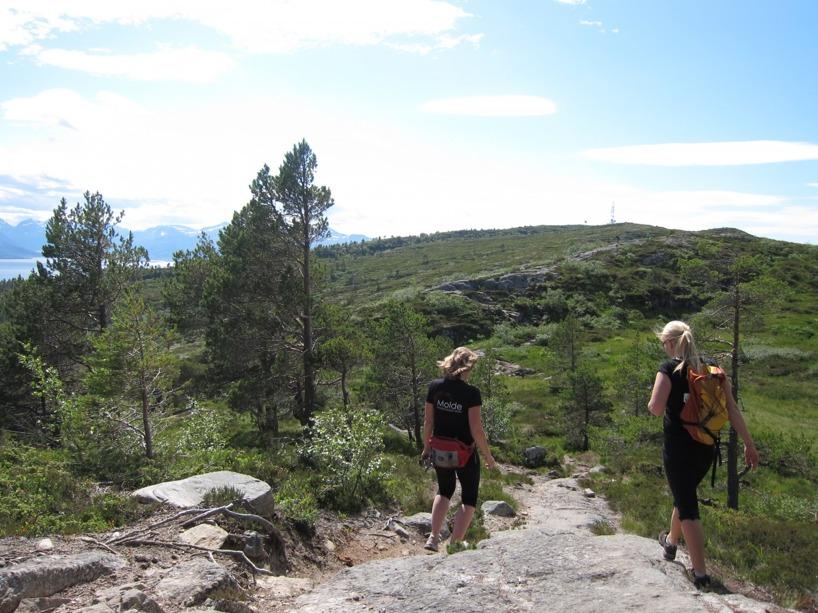 Heidi och Sussie på Varden ovan Molde