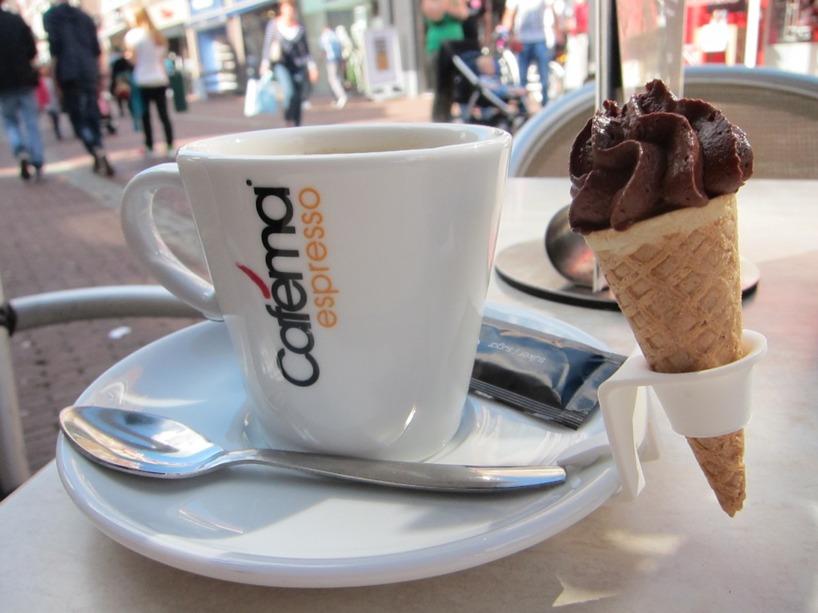 Vi tog en  kaffe efter vi tittat på tjejerna i underkläder =)