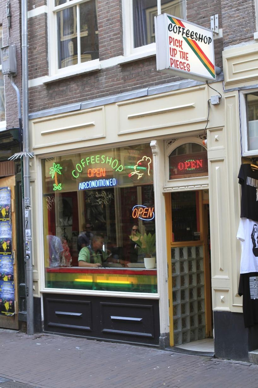 """En av många coffeeshop där man kan köpa """"Soft drugs"""" lagligt i Amsterdam."""