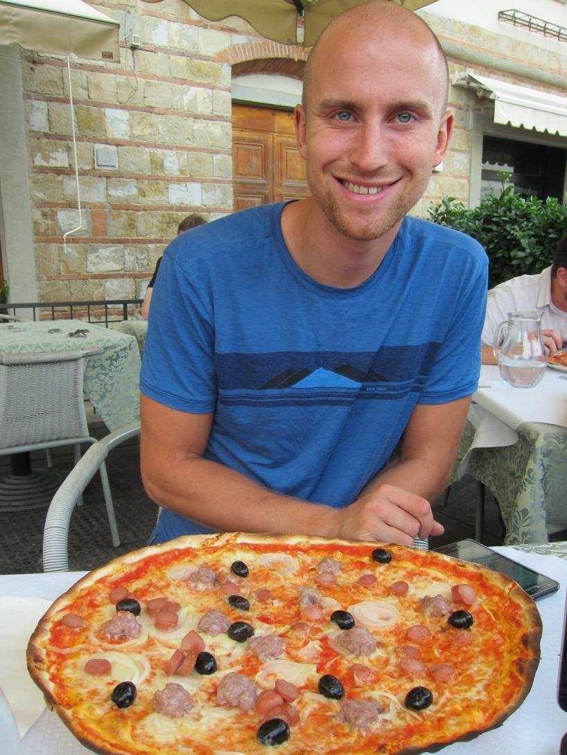 Smakrika och stora pizzor är helt i vår smak!