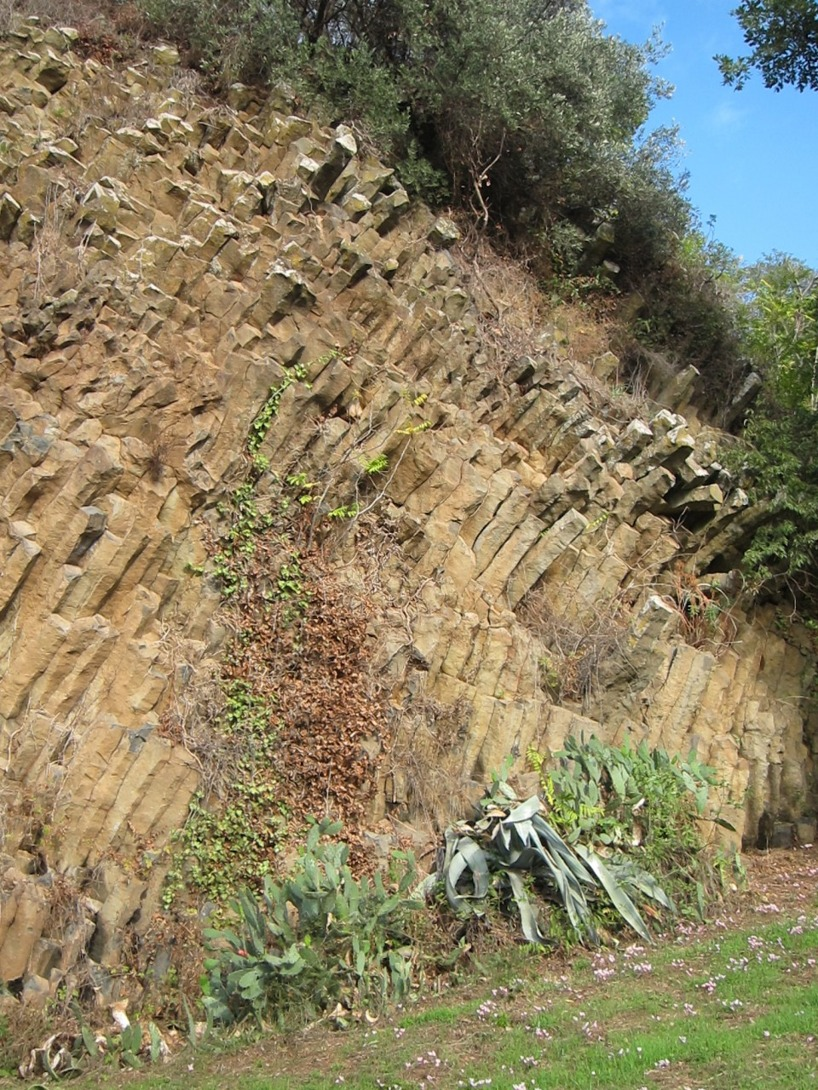 Sen hittade vi dessa underliga stenar- något som tydligen kommer från vulkanutbrott...