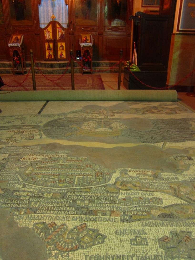 På golvet i den ortodoxa kyrkan i Madaba finns denna karta över Israel i mosaik.