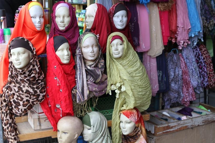 Begav oss ut i vimlet - olika sorters mode i Jordanien :)