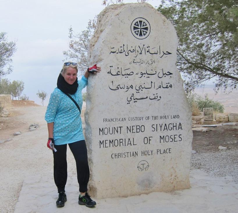 Kanske ligger självaste Moses begravd här under Sussies fötter?