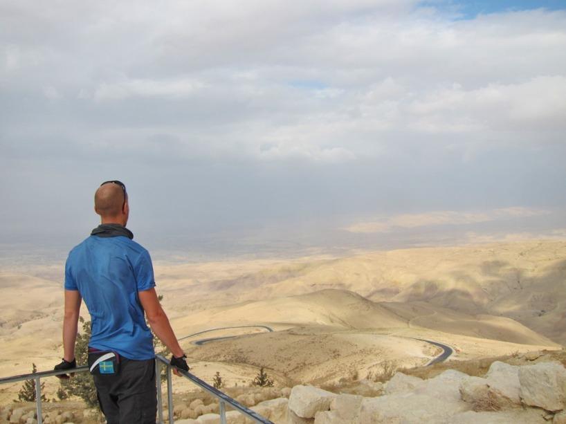 Rasmus blickar ut från Nebo berget, precis som i biblens dagar!