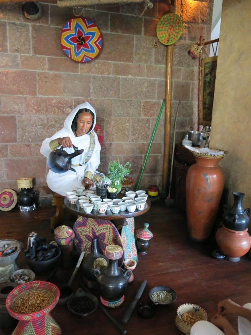 Här kan ni se en mer typisk traditionell kaffeceremoni!