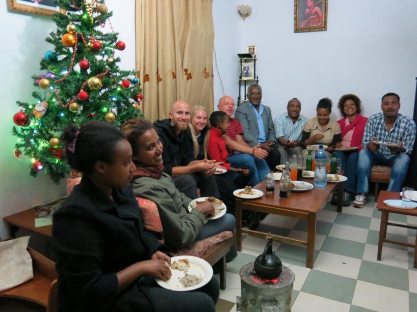 Här är delar av familjen där pappan är ensamstående med 8 ungdomar!