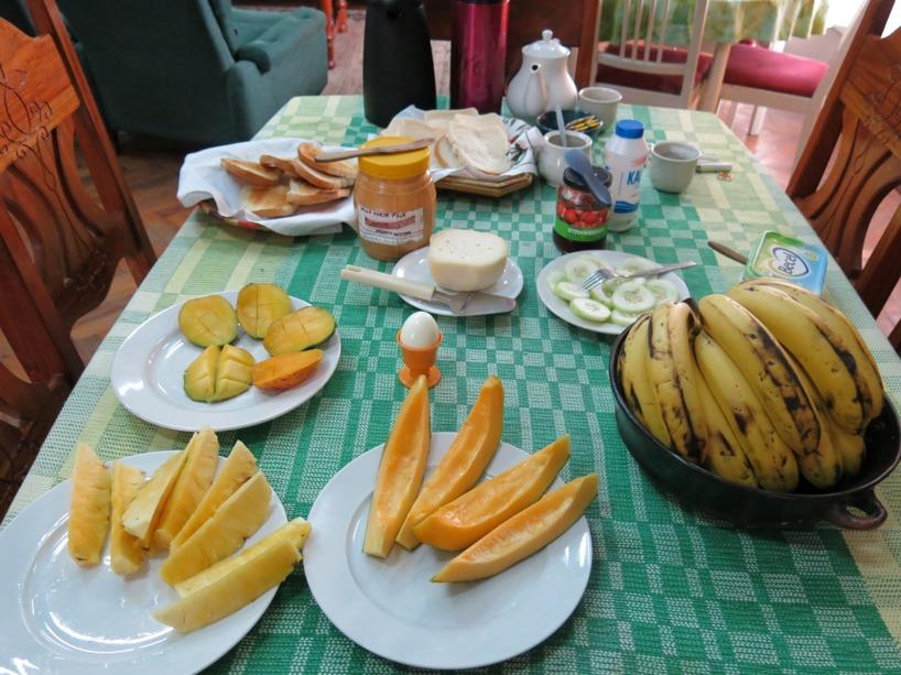 Varje morgon på missionshuset njöt vi av denna frukostbuffé =) Man kan ha det sämre!