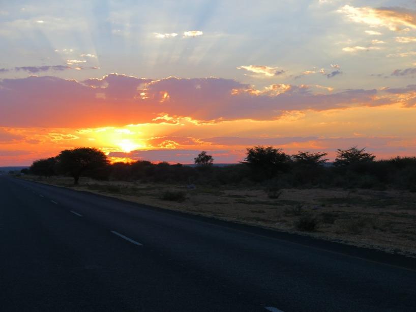 Solnedgången precis innan vi cyklade in i Namibia!