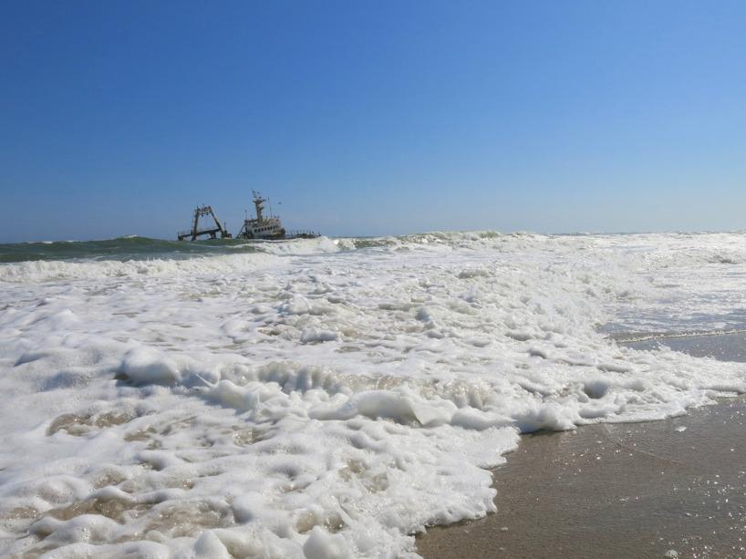 För att skåda ett av flera skeppsvrak som gått på grund utefter denna kust!