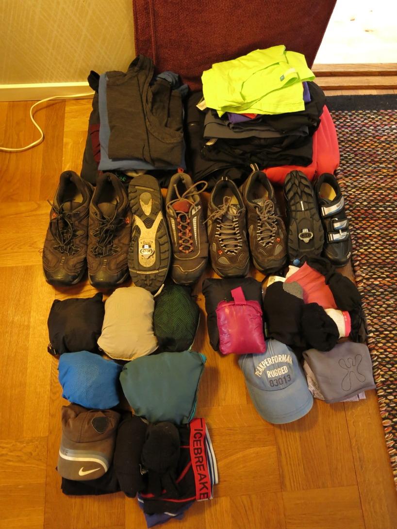Kläder och skor för 2 personer och 28 dagar :)